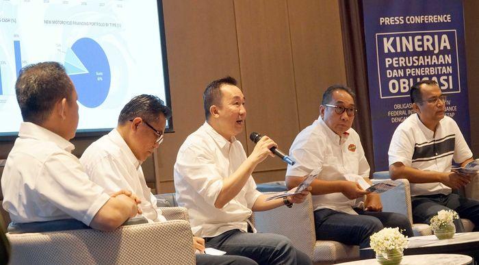 PT Federal International Finance (FIF) anak perusahaan Astra International Tbk yang bergerak di bidang pembiayaan menerbitkan obligasi sebesar Rp 1,5 triliun untuk pasar investor institusi dan retail sementara kinerja FIF tumbuh 7,7% kuartal pertama tahun 2019 di Jakarta, Senin (13/5/2019). Istimewa