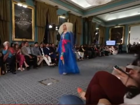 Model LGBT Eksis di Pakistan Fashion Week yang Digelar di London