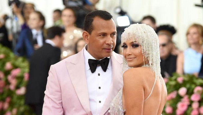 Alex Rodriguez dan Jennifer Lopez di MET Gala 2019. Foto: Getty Images