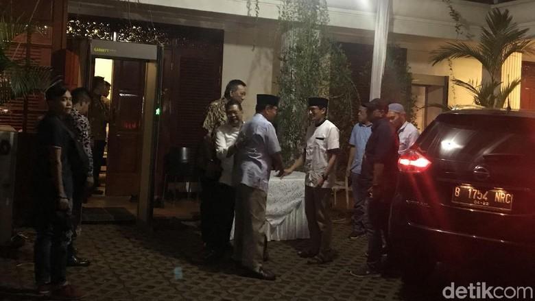 Malam-malam, Sandiaga Sambangi Kediaman Prabowo di Kertanegara