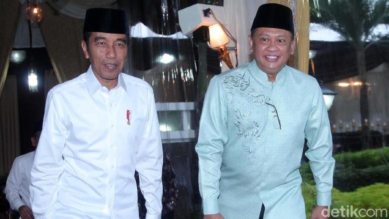 Momen Jokowi Buka Puasa Bersama di Rumah Bamsoet