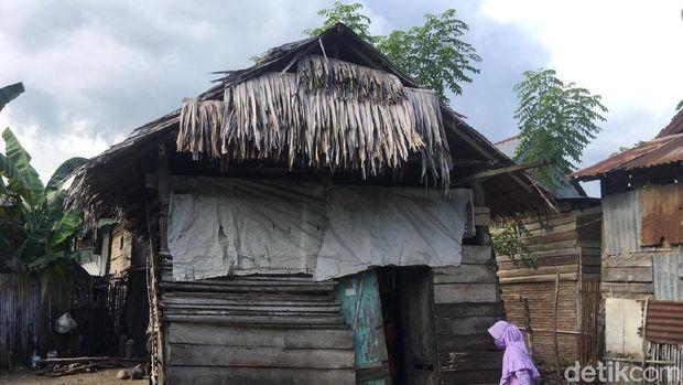 Hidup Prihatin Lansia di Polewali Mandar: Tinggal di Gubuk Nyaris Ambruk