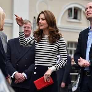Kate Middleton Cantik Pakai Baju Garis-garis Lagi, Ini Trik Padu Padannya