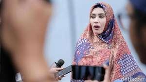 Nia Ramadhani Bajak Laut, Jessica Iskandar Badut