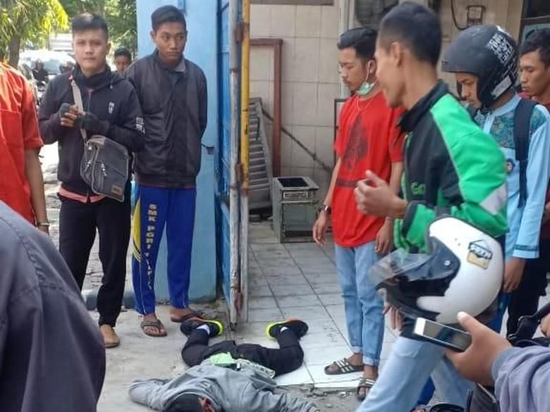 Seorang Siswa SMA di Kediri Tewas Terjatuh Saat Salip Bus
