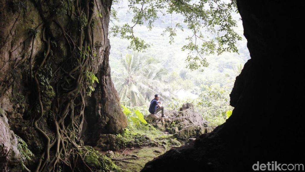 Foto: Menyusuri Gua Purba di Bandung Barat