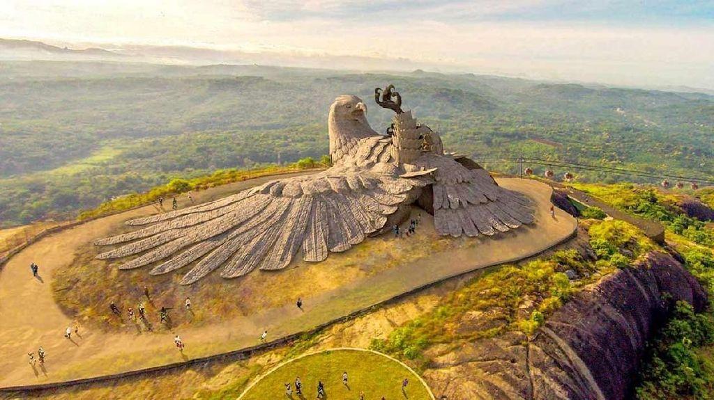 Wuih.. Ada Patung Burung Raksasa di India yang Dibuat Selama 10 Tahun