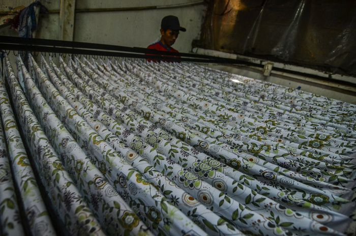 Rumah tekstil ini berada di Cineuheul, Kota Tasikmalaya, Jawa Barat, Selasa (14/5/2019).