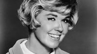 Doris Day lahir dengan nama Doris MaryAnn Kappelhoff pada 3 April 1922 di Ohio, Amerika Serikat. Hulton Archive/Getty Images