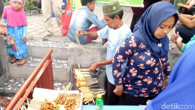 Sate susu di Pasar Ramadhan Denpasar (Aditya Mardiastuti/detikcom)