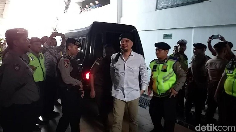 Dua Pejabat Polisi Hadir di PN Surabaya Jelang Sidang Ahmad Dhani