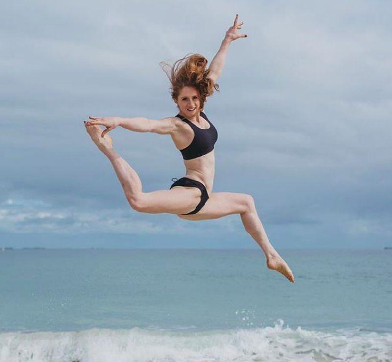Namanya Olivia Vivian, dia seorang atlet gimnastik Australia. Vivian juga mengikuti kompetisi Ninja Warrior, dan menjadi satu-satunya wanita yang masuk ke grand final di kompetisi sport tersebut. (oliviavivian/Instagram)