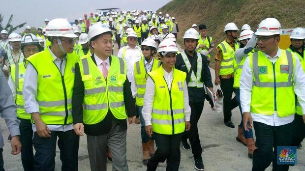 Kang Emil Girang Ada Kereta Cepat, Bisa Nyambung LRT Bandung