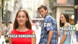 Momen puasa di bulan Ramadhan 2019 dijadikan kesempatan bagi beberapa orang untuk menurunkan berat badan. Deretan meme lucu ini mewakili perjuangan tersebut.