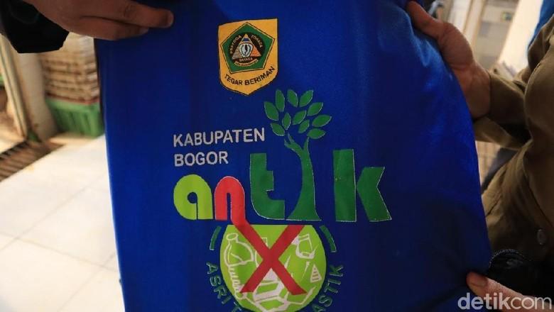 Slogan Kabupaten Bogor untuk sosialisasi sampah (Randy/detikcom)