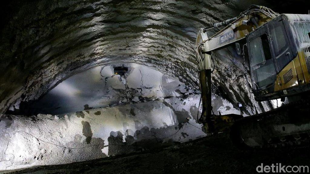 Setahun Dibangun, Terowongan Kereta Cepat 608 M Akhirnya Tembus