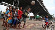 Mengolah Bola, Menunggu Waktu Berbuka