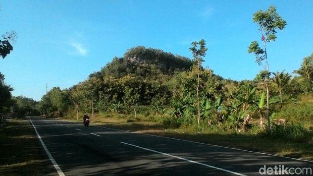 Jalur lintas selatan (JLS) wilayah Kecamatan Giriwoyo, Wonogiri