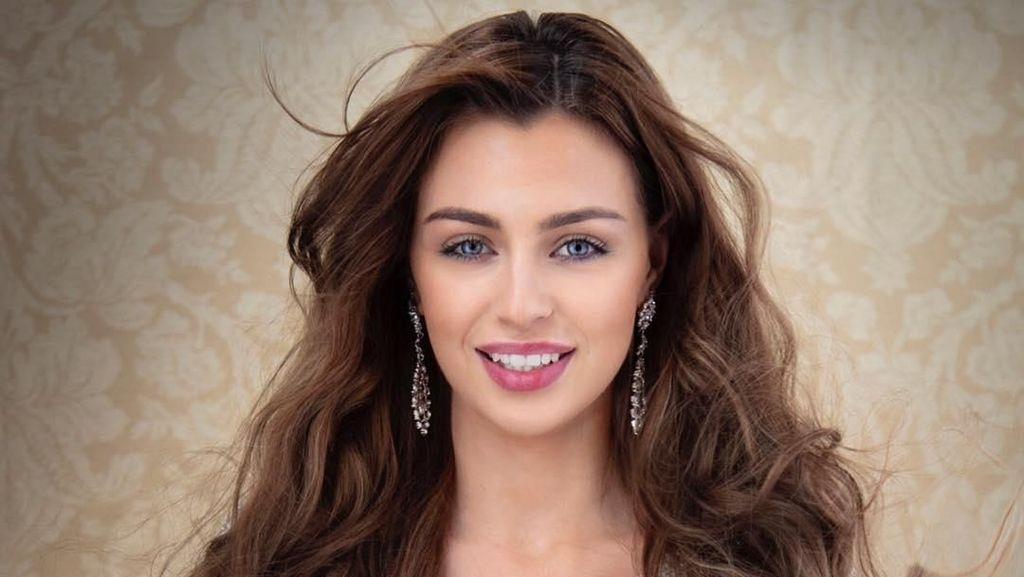 Si Cantik Alisha, Ratu Kecantikan Inspiratif yang Pakai Alat Bantu Dengar