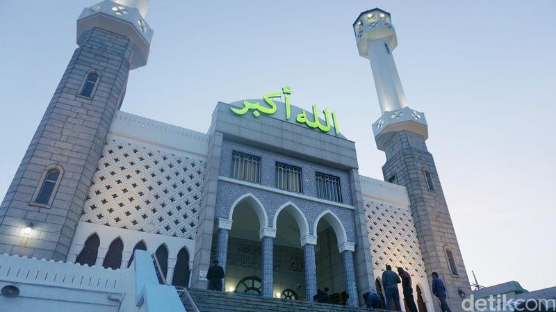 Seoul Central Mosque berlokasi di kawasan Itaewon, atau tepatnya di 39 Usadan-ro 10-gil, Hannam-dong, Yongsan-gu, Seoul (Afif Farhan/detikTravel)