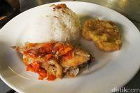 Roofpark Cafe: Buka Puasa di Bogor dengan Sop Ikan Bajak Laut dan Nasi Bakar