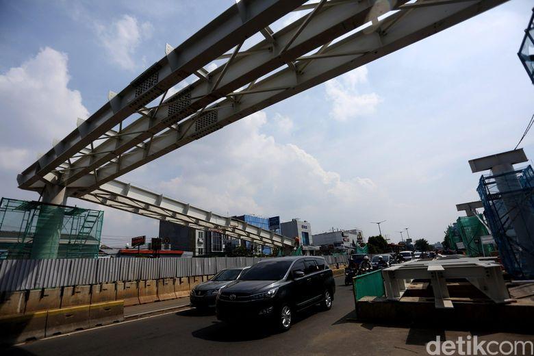 Begini penampakan terkini pembangunan skybridge Rawamangun, Jakarta, Rabu (15/5/2019).