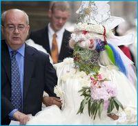 Penampilan Elaine Davidson, wanita yang memiliki hampir 7.000 tindikan saat dinikahi