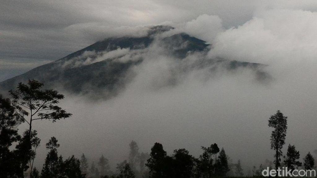 Jalur Rusak Parah, Pendakian Gunung Merbabu Ditutup Sebulan