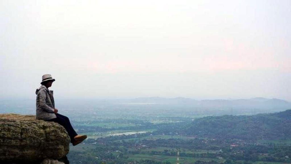 Ngabuburit Asyik di Bukit Selo Langit