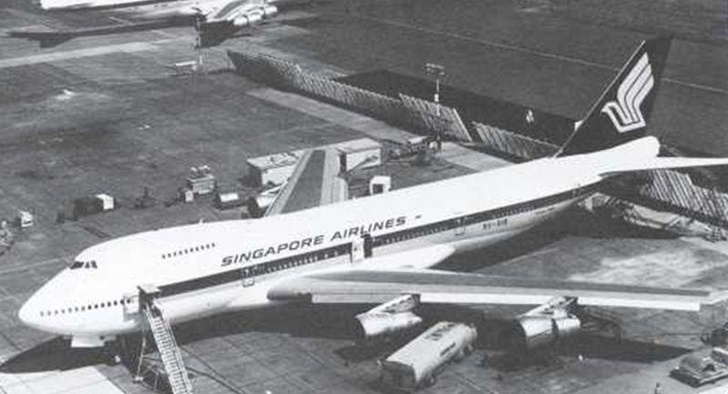 10 Tahun setelahnya, Bandara Paya Lebar mengalami pertumbuhan yang sangat besar dari turis internasional. Dari tahun 1970, turis yang datang hanya 1,7 juta orang. Selain itu, maskapai Singapore Airlines juga memiliki armada Concorde (Changi Aiport)