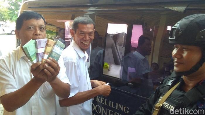 Penukaran uang keliling di Kepatihan DIY, hari ini. Foto: Usman Hadi/detikcom