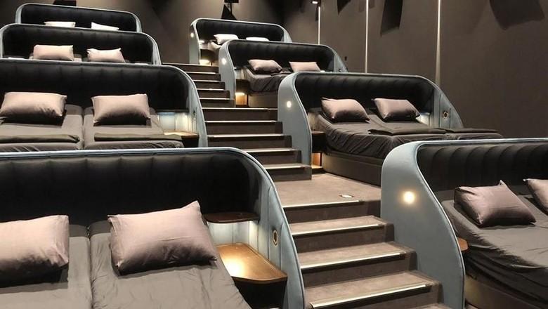 Bangku VIP bioskop Swiss yang kena kritik (Pathe Cinema)