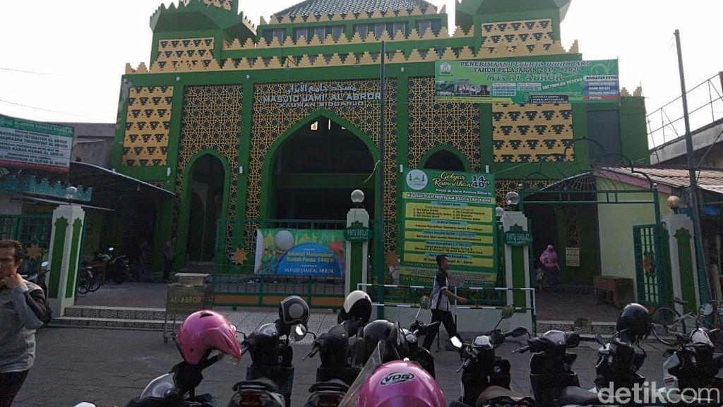 Mengintip Kemegahan Masjid Al Abror, Saksi Berdirinya Kota Sidoarjo