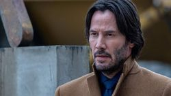 Keanu Reeves Dikabarkan Pacari Angelina Jolie