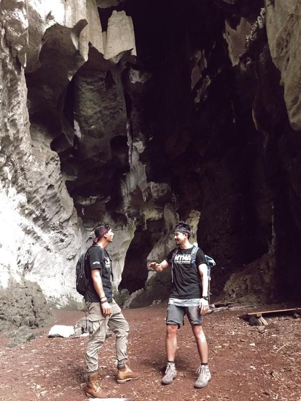 Tantangan tidak terhenti di situ saja. Selama perjalanan menyuduri hutan, keduanya bertemu dengan ulat piton dan musang hutan (dok MTMA)