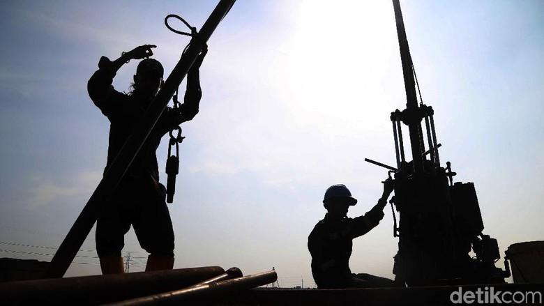 Intip Aktivitas Pekerja di Stadion BMW yang Terancam Batal