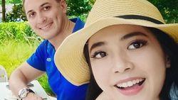 Foto Bareng Bule dan Beri Emoticon Love, Yeslin Wang Punya Pacar Baru?