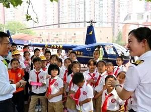 Viral Crazy Rich China Datang ke Sekolah Anak Naik Helikopter, Ini Faktanya