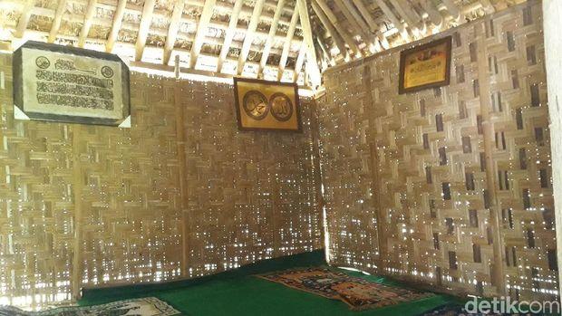 Bagian dalam Masjid Tiban di Gunungkidul.