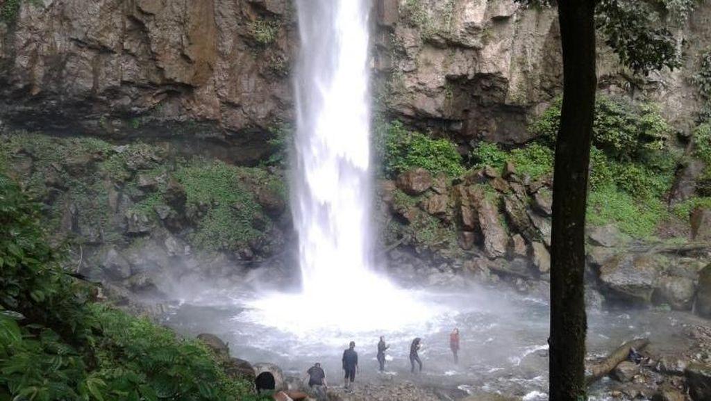 Pesona Air Terjun Saringgana yang Belum Banyak Orang Tahu