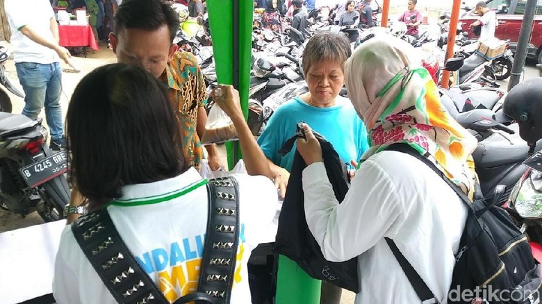 Pengunjung Pasar Benhil (Randy/detikcom)