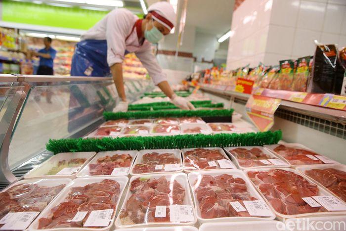 Badan Pusat Statistik (BPS) mencatat impor daging beku menyumbang defisit pada neraca dagang di bulan April.