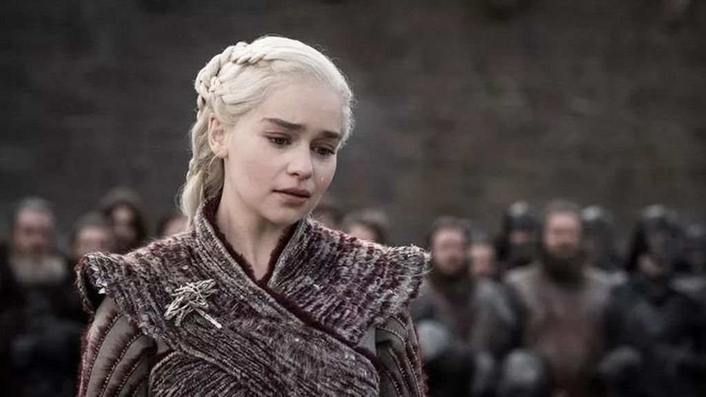 Sebelum Syuting Daenerys Pidato di GoT, Emilia Clarke Nonton Video Hitler