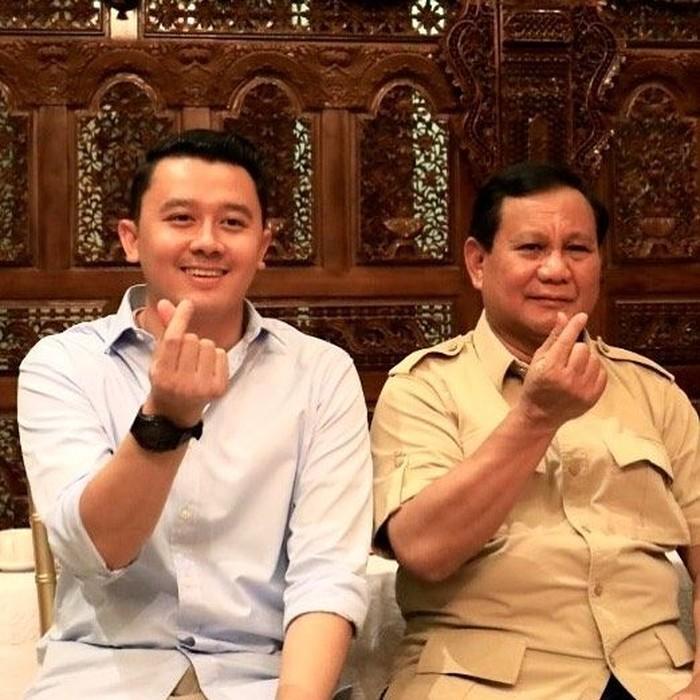 Sudah jadi aspri Prabowo sejak tahun 2015, Dhani Wirianata selalu ada di dekat sang Ketua Umum Partai Gerindra. Ia kerap membagikan momen kebersamaan bersama Prabowo di Instagram pribadinya. Foto: Instagramdhaniwirianata