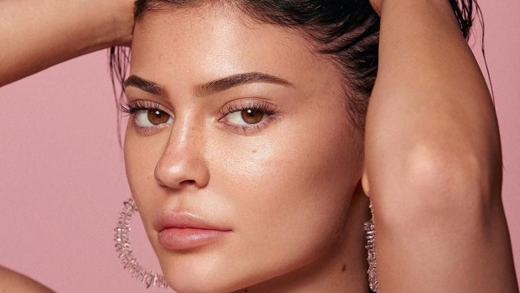 Belum Resmi Rilis, Produk Skincare Kylie Jenner Disebut Berbahaya