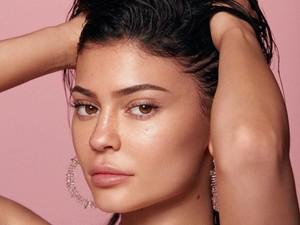 Skin Care Kylie Jenner Habis Terjual, Netizen Sebut Ulasannya Palsu