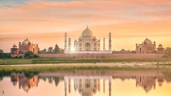 Kembaran Masjid Taj Mahal yang Kontroversial