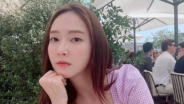 Dikritik Kebanyakan Oplas, Ini Transformasi Wajah Jessica Jung
