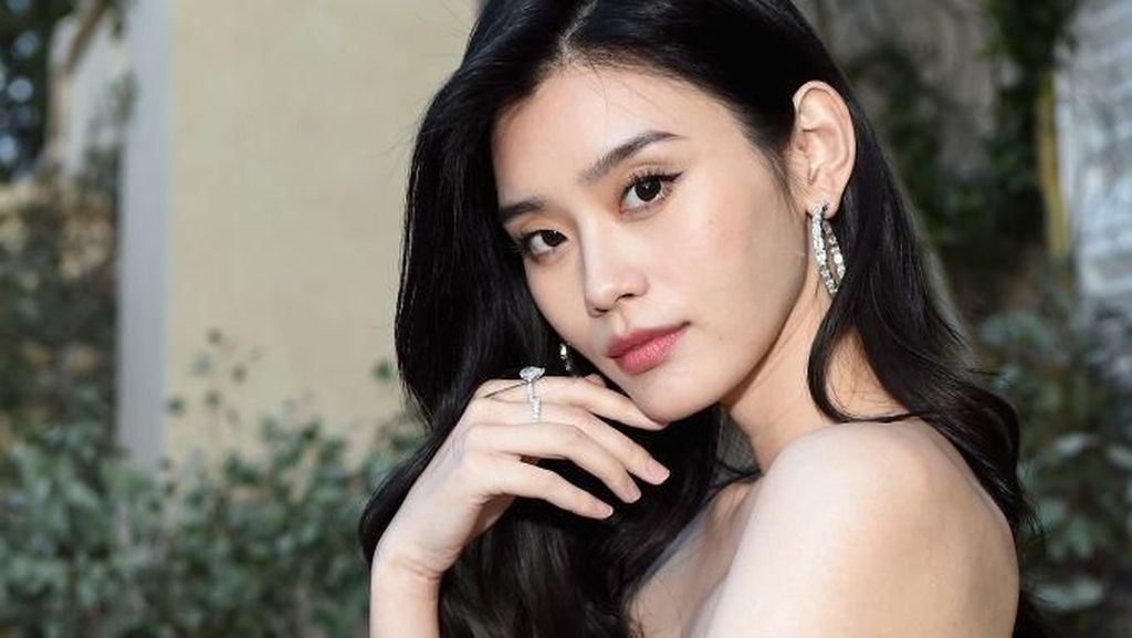 10 Pesona Ming Xi, Model Victorias Secret yang Dilamar Anak Raja Judi China