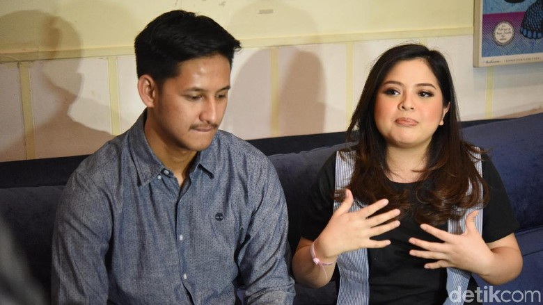 Tasya Kamila dan Randy Bahtiar Ikut Kelas Merawat Bayi